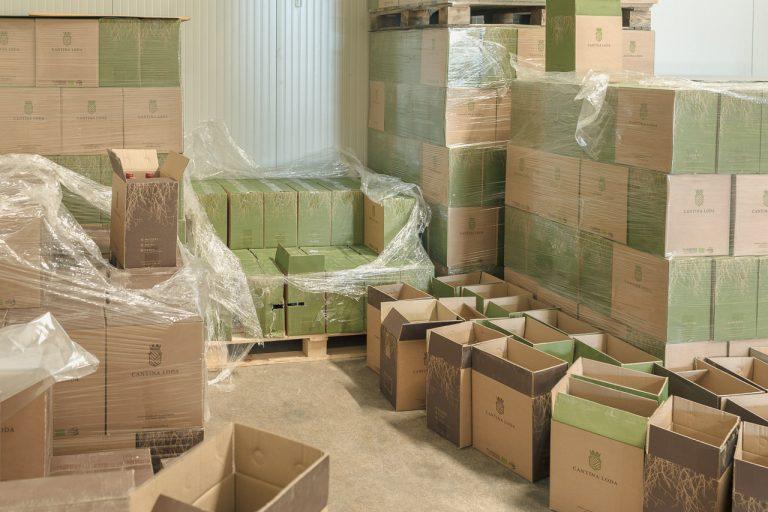 scatole-vino-magazzino-cantinaloda